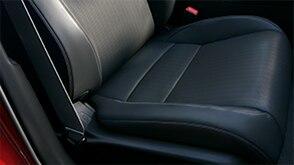 Close-up shot of the front passenger seat in a 2022 Honda Civic. // Gros plan du siège du passager avant dans une Honda Civic 2022.