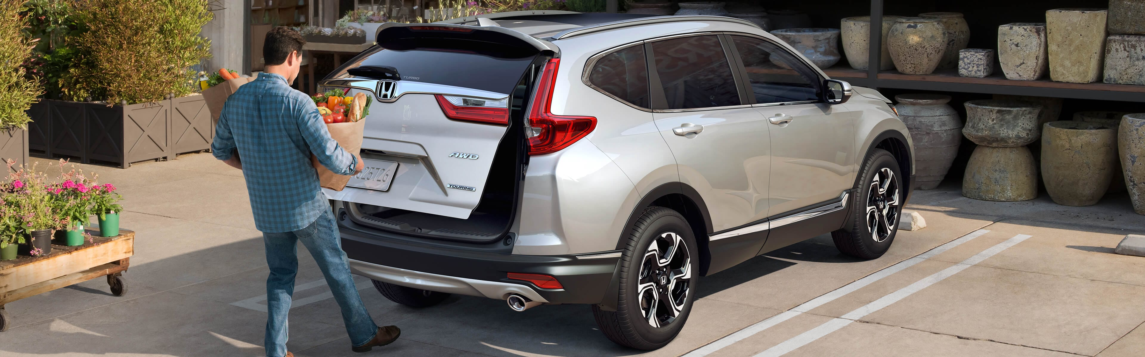 Image of 2018 CR-V hands-free power tailgate