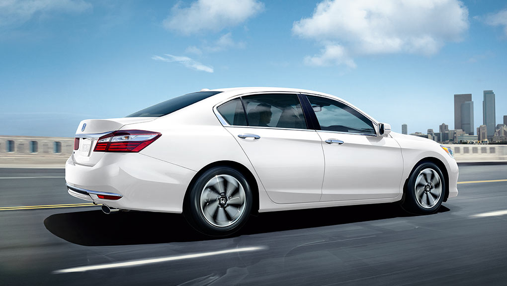 Image of Accord Sedan side profile driving
