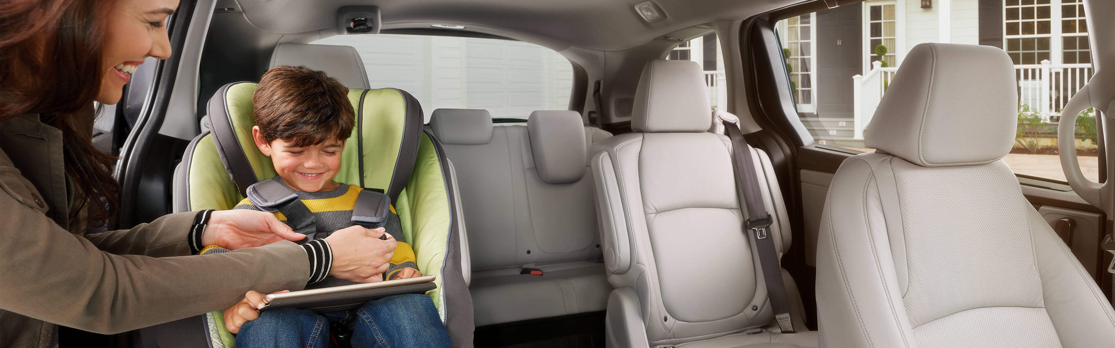 Image of 2020 Honda Odyssey 2nd-row interior.