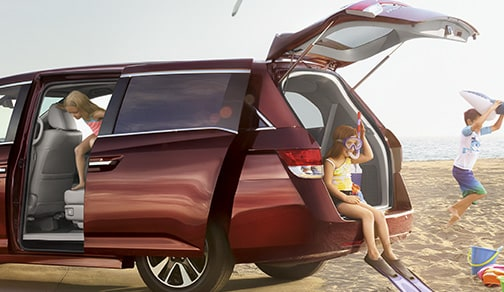 Image of 2016 Honda Odyssey in red.