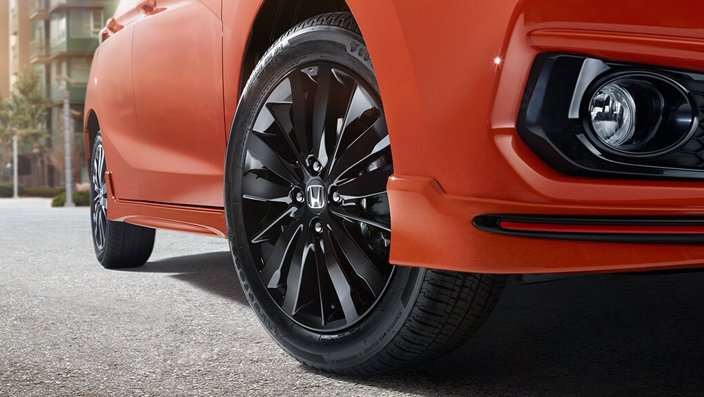 "Image of 2019 Honda Fit 16"" alloy black wheels"