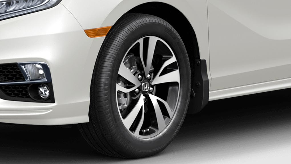 Image of 2018 Honda Odyssey 19-inch aluminum-alloy wheels