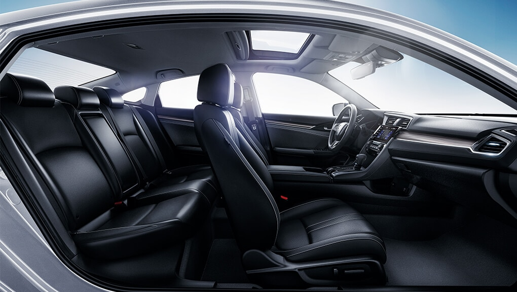 Image of 2021 Civic Sedan interior.