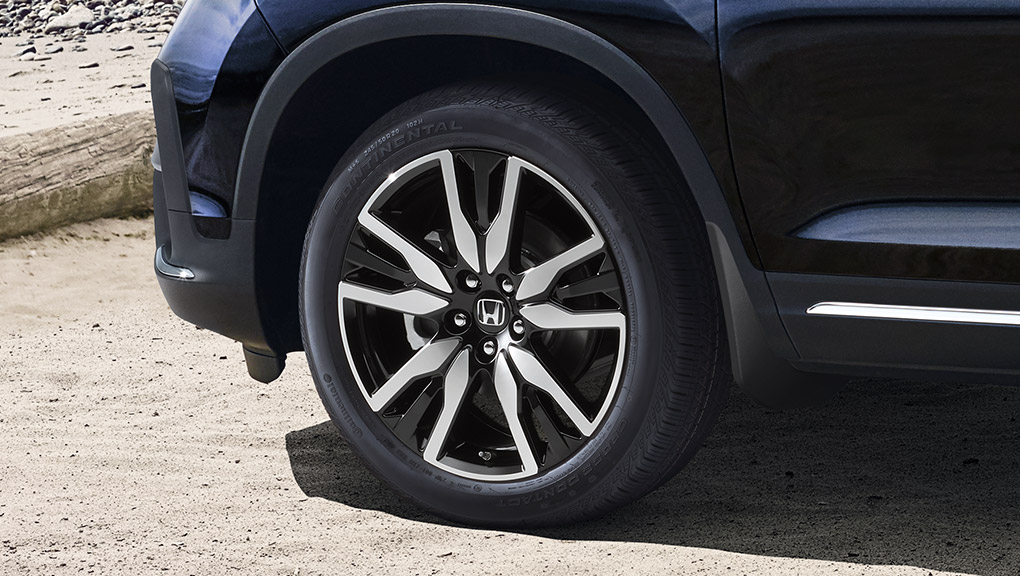 "2018 Honda Pilot 20"" aluminum-alloy wheels"