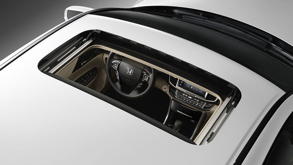 Image of Accord Hybrid moonroof.