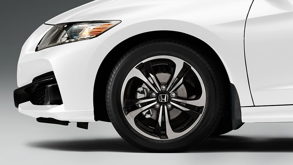 Image of 19-inch aluminum alloy wheel.