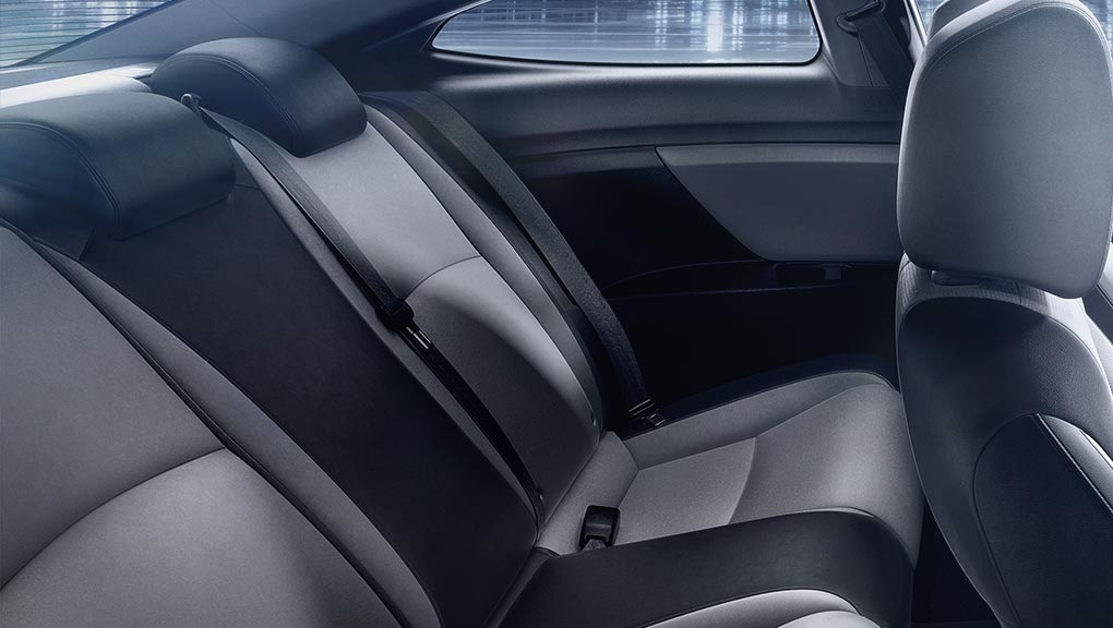 2018 Civic Coupe interior leather-trimmed seating