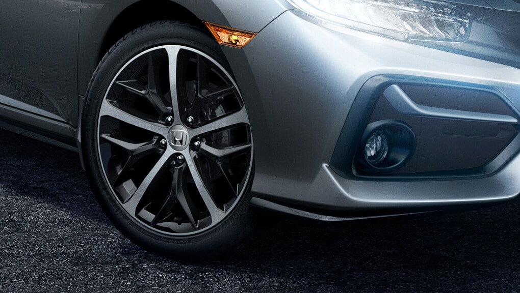 Image of 2018 Civic Hatchback aluminum-alloy wheels