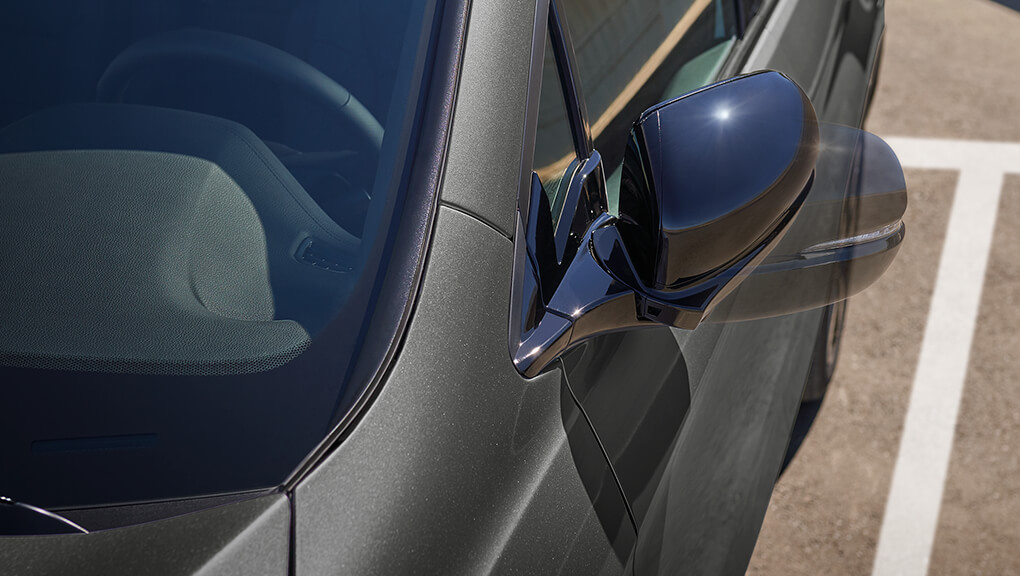 Close-up of 2021 Honda Passport's power side mirrors.