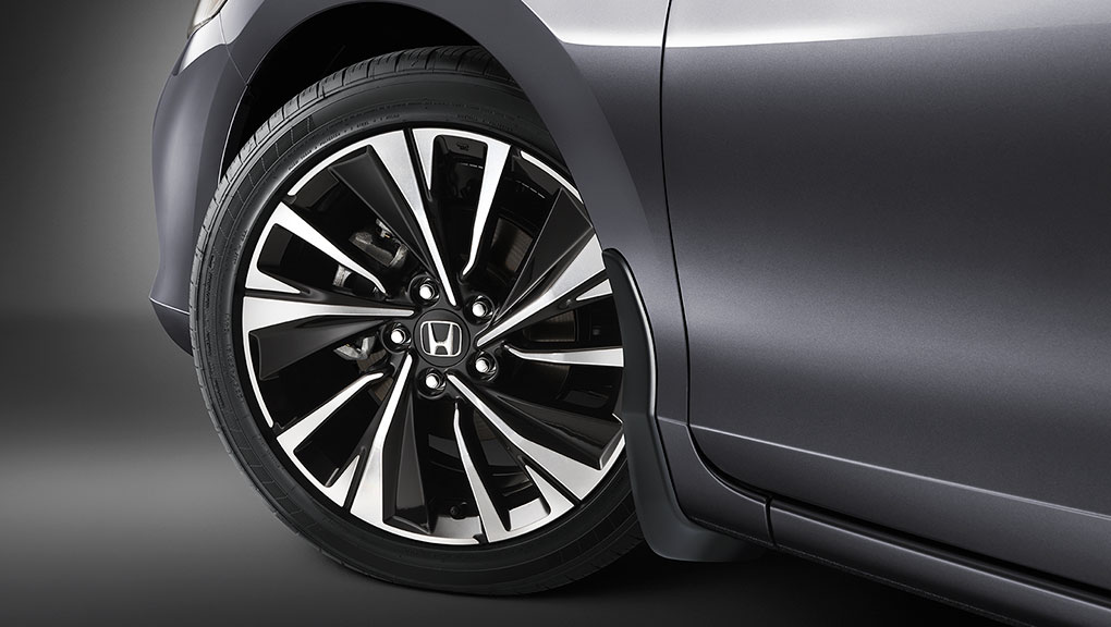 "Image of 19"" aluminum alloy wheels on Accord Coupe"