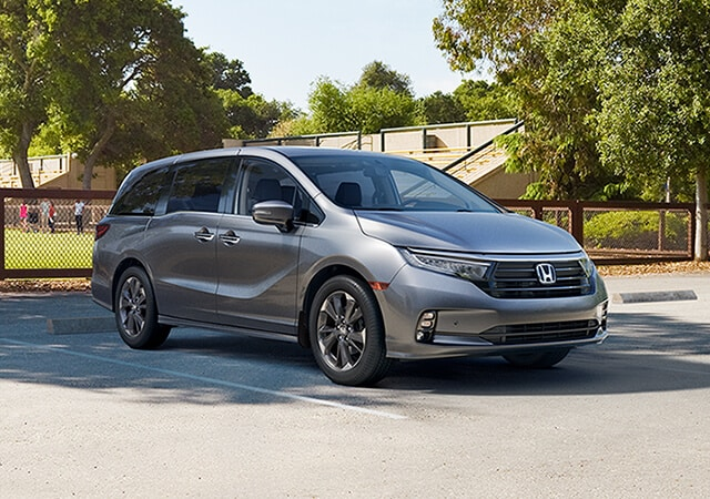 Image of the 2021 Honda Odyssey at an amusement park.